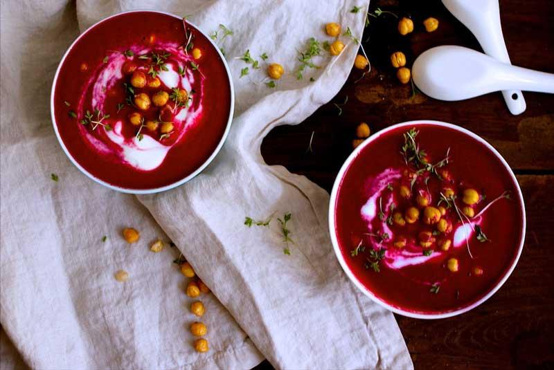 Rote Bete Suppe Mit Kren Apfel Gerösteten Kichererbsen Food