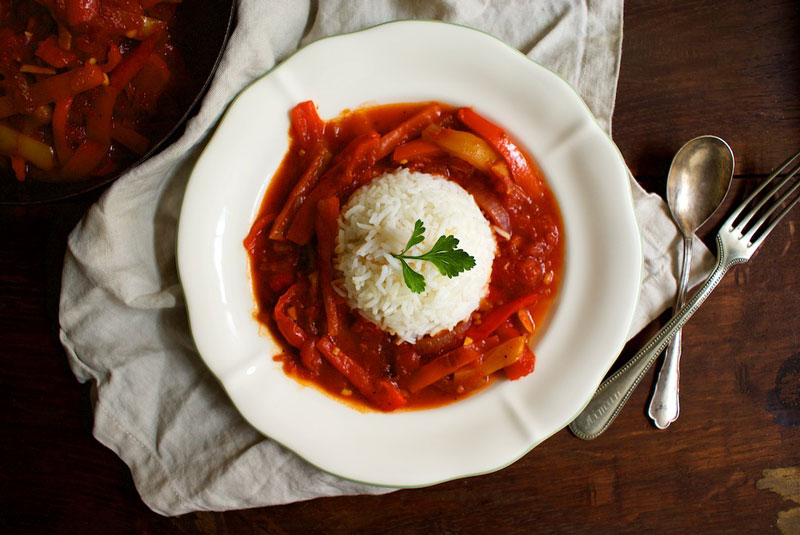Letscho, veganes letscho, letschogemüse, vegane rezepte, gemüserezepte, foodblog österreich, veganer foodblog, vegetariscer foodblog, rezepte mit paprika, reisgerichte